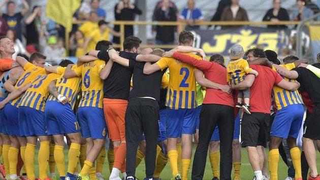 Hráči Opavy se radují z vítězství. Ilustrační snímek.