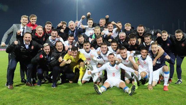 Lvíčata slaví velké vítězství v Chorvatsku. Martin Jedlička ve žlutém brankářském dresu.