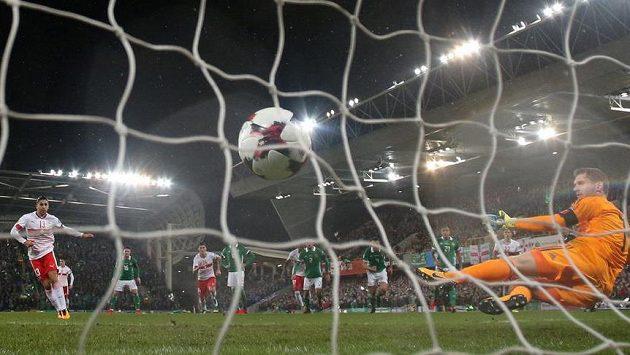 Fotbalisté Švýcarska vstřelili vítězný gól prvního utkání baráže o postup na MS 2018 z penalty. Domácí se hodně zlobili.