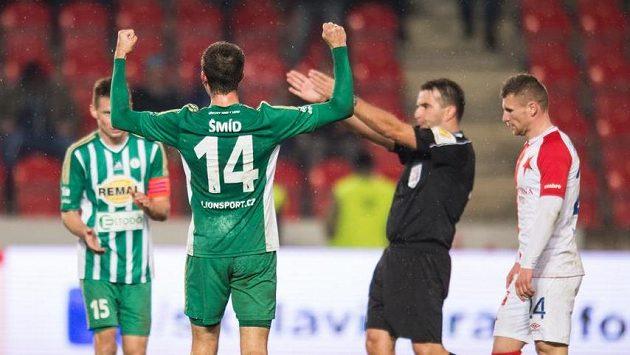 Michal Šmíd z Bohemians oslavuje podzimní remízu 1:1 se Slavií.
