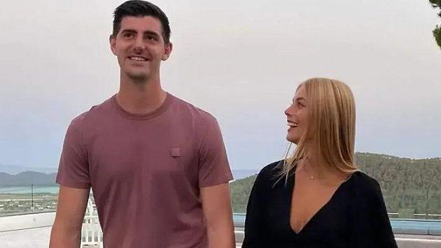 Zamilovaný gólman Courtois se svou přítelkyní