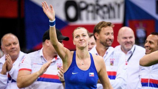 Petra Kvitová oslavuje rozhodující vítězství v zápasu s Belindou Bencicovou.