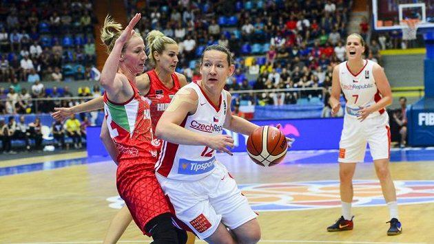 Zprava Alena Hanušová, Tereza Vyoralová, Maďarky Nora Nagyová-Bujdosová a Courtney Vanderslootová.