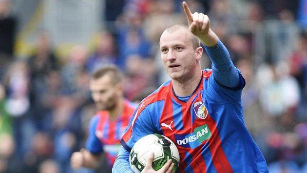 Michael Krmenčík z Viktorie Plzeň právě střelil branku.
