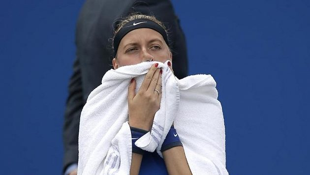Petra Kvitová během utkání druhého kola v Birminghamu.