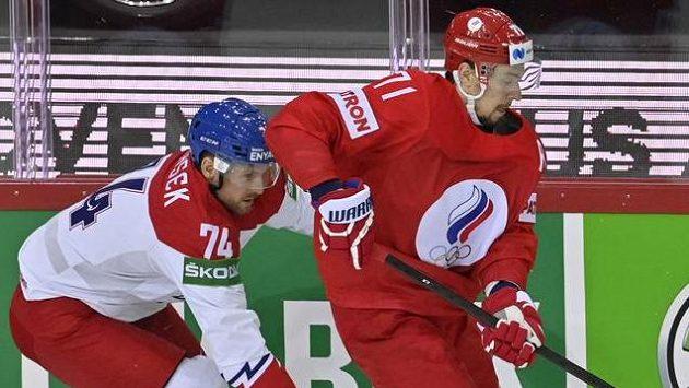 Zlevaobránce Ondřej Vitásek z Česka aútočník Anton Burdasov z Ruska.