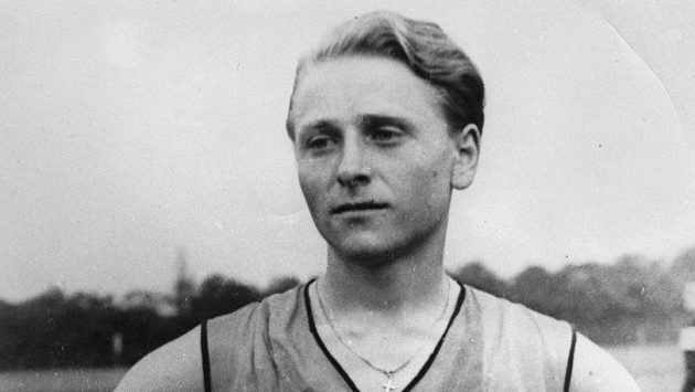 Zdeňka Koubková v roce 1935, rok před změnou pohlaví.