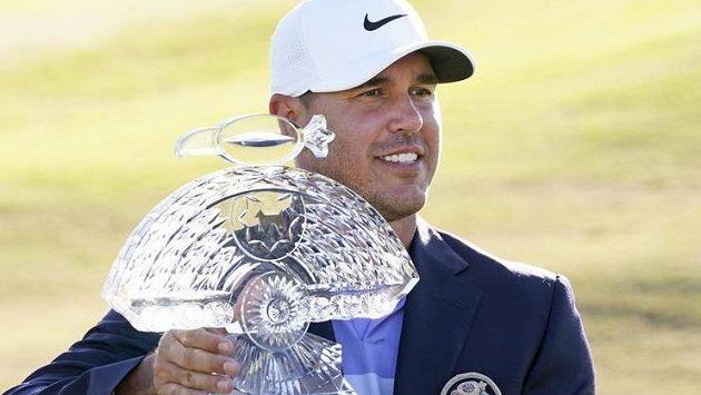 Brooks Koepka ovládl podruhé v kariéře golfový turnaj Phoenix Open