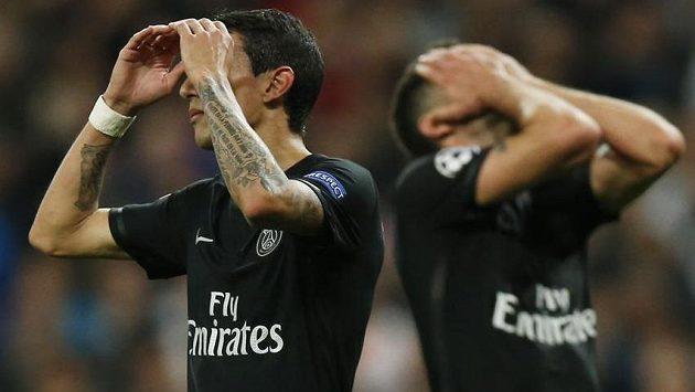 Argentinec Ángel di María i jeho pařížský spoluhráč Thiago Motta (vpravo) litují zahozených šancí na půdě Realu Madrid.