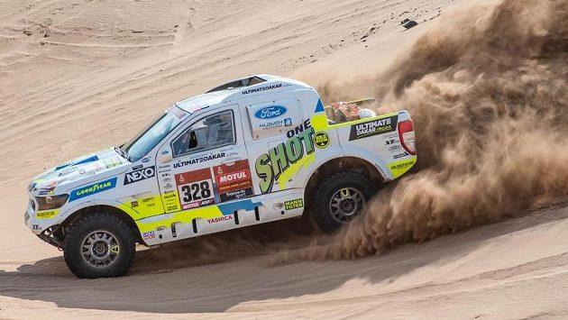 Posádka Tomáš Ouředníček a David Křípal z týmu Ultimate Dakar Racing.