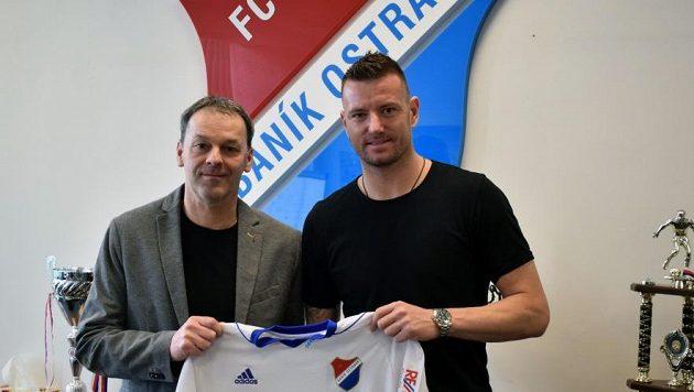 Do Ostravy před časem zamířil mj. Jan Laštůvka. Vlevo sportovní manažer Baníku Dušan Vrťo.