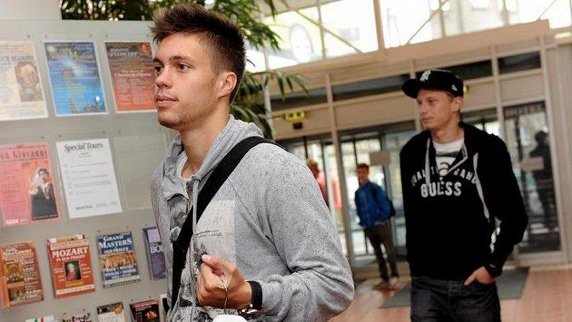 Sparťanskému útočníkovi Václavu Kadlecovi (vpředu) se otvírá nová šance, že by mohl balit na bundesligu.