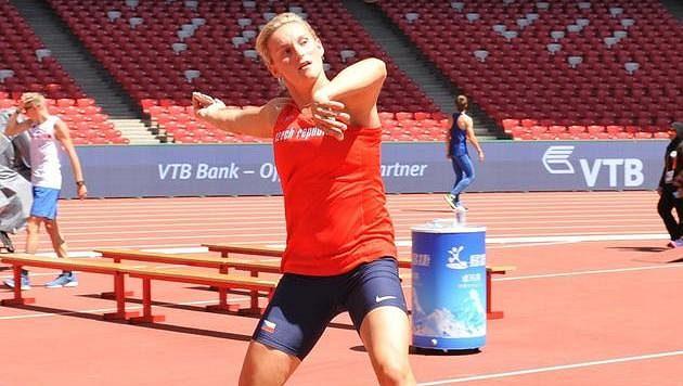 Oštěpařka Barbora Špotáková při tréninku v Ptačím hnízdě den před zahájením mistrovství světa v atletice.