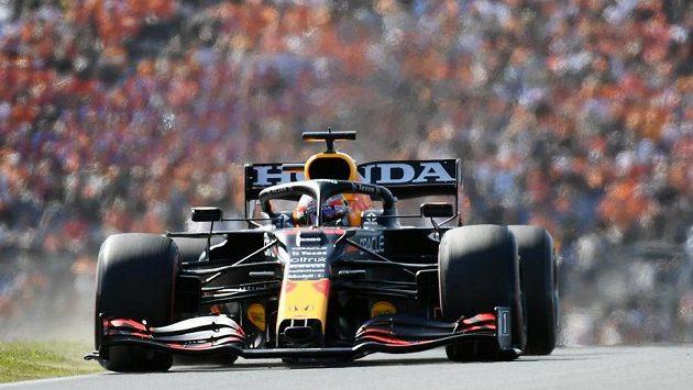 Pilot Red Bullu Max Verstappen na trati během Velké ceny Nizozemska.