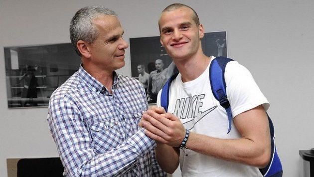 Vítej ve Spartě! Trenér Vítězslav Lavička (vlevo) a Lukáš Pauschek.