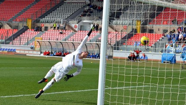 Jánoš nachytal při prvním gólu brankáře Brna Flodera dalekonosným obloučkem.