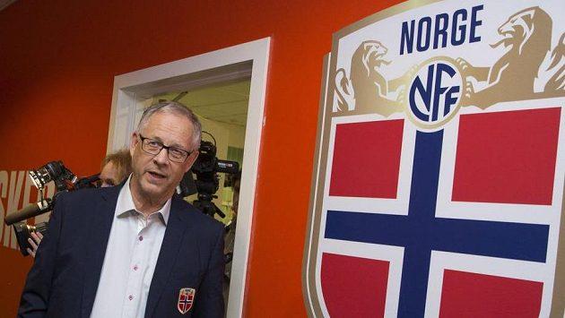Lars Lagerbäck už je doma na stadiónu Ullevaal v Oslu.
