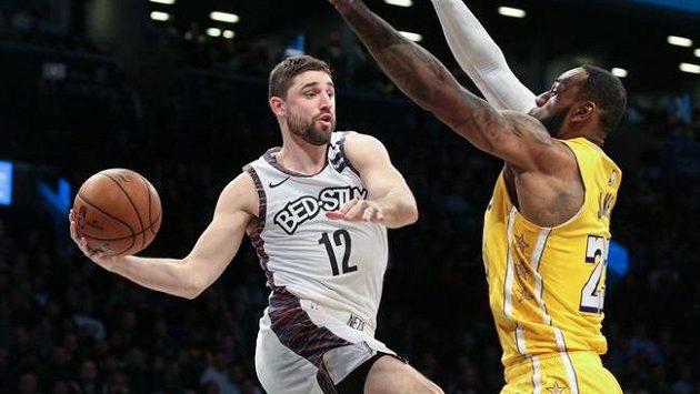 Basketbalisté Los Angeles Lakers nastříleli 19 tříbodových košů a vyhráli čtvrteční duel NBA na palubovce Brooklynu