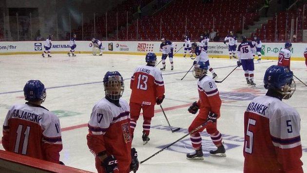 Čeští hokejisté do osmnácti let před utkáním se Slovenskem na MS měli o úvodním šampionátu jiné představy.