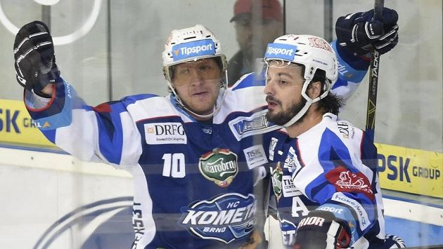 Zleva Martin Erat a Martin Zaťovič z Brna se radují z gólu.