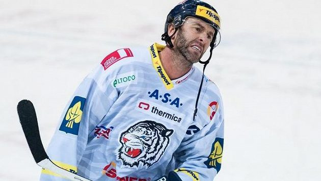 Dvaačtyřicetiletý útočník Petr Nedvěd figuruje v nominaci pro olympijské hry v Soči.