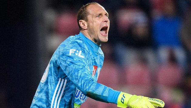 Brankář Českých Budějovic Jaroslav Drobný během utkání na Spartě.