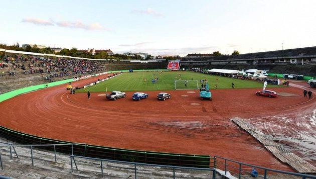 K výzvě fotbalové Zbrojovky Brno virtuálně vyprodat bývalý stadion Lužánky při imaginárním zápase se Slavií na podporu boje proti novému koronaviru se připojili i Pražané