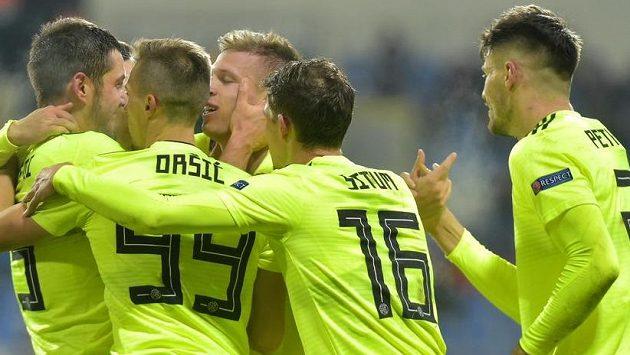 Hráči Záhřebu se radují z prvního gólu, který dal Dani Olmo. Nakonec ale měla navrch Plzeň