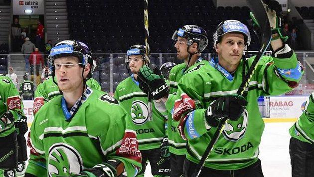 Hráči Mladé Boleslavi oslavují vyhrané utkání 14. kola hokejové extraligy