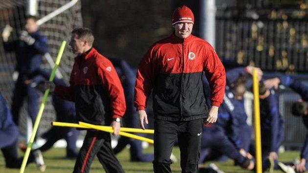 Fotbalisté Sparty zahájili pod vedením trenérů Martina Haška (vlevo) a Václava Jílka (vpravo) zimní přípravu.