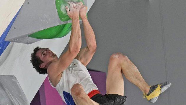 Lezec Adam Ondra během úspěšné olympijské kvalifikace.