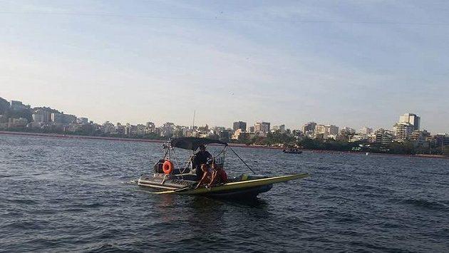 Loď skifařky Miroslavy Knapkové Topinkové museli odvést na břeh záchranáři.