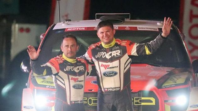 Martin Prokop a jeho spolujezdec Jan Tománek na startu Dakaru.