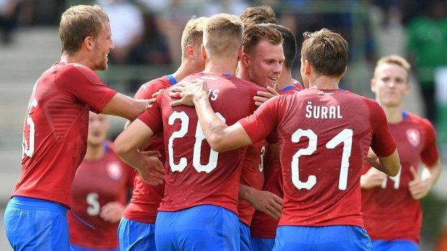 Radost českých fotbalistů z gólu proti Nigérii.