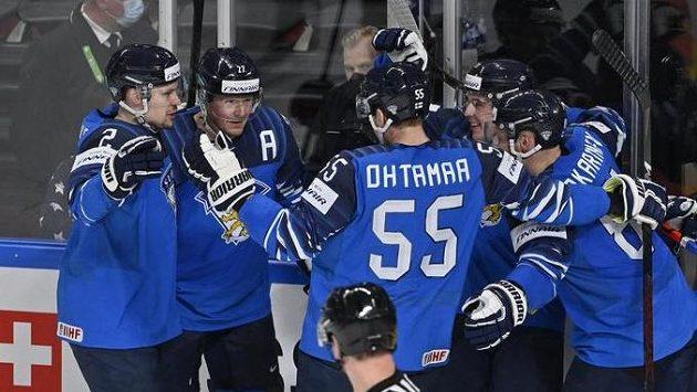 Finové se radují z gólu proti Česku ve čtvrtfinále MS.