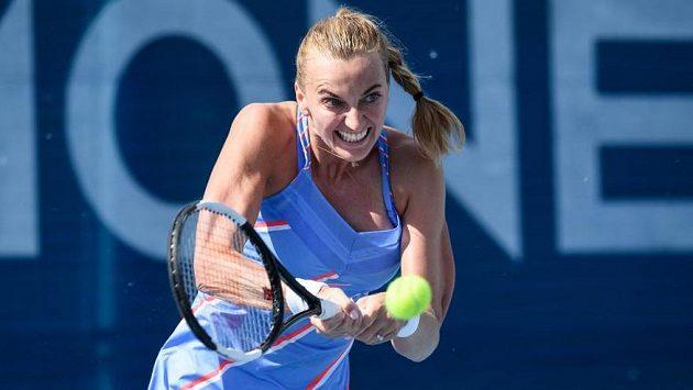 Petra Kvitová v zápase s Kateřinou Siniakovou v semifinále turnaje v Praze.