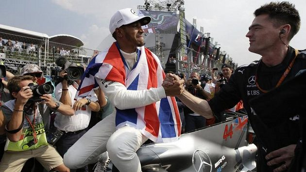 Šampión jsem já! Lewis Hamilton slaví čtvrtý titul...