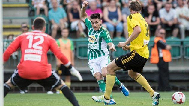 Rudolf Reiter z Bohemians (uprostřed) a jeho gólová přihrávka na první gól proti Karviné.