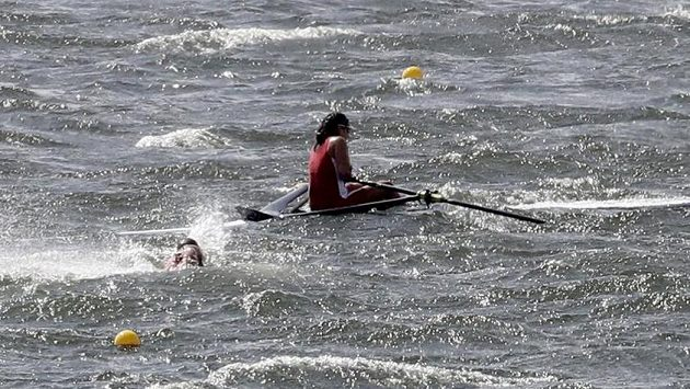 Silný vítr opět komplikuje program veslařů na OH v Riu.