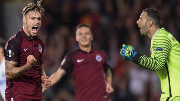 Václav Kadlec oslavuje gól na 2:0 proti Interu Milán.