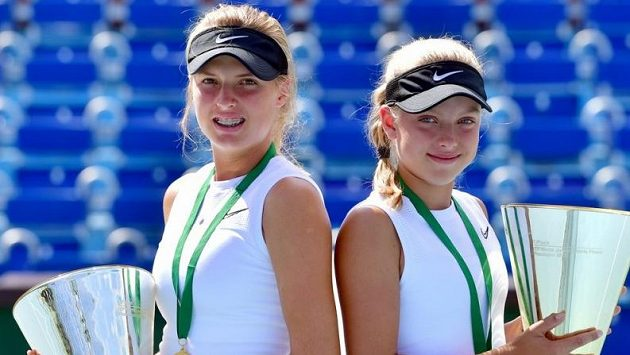 Linda (vlevo) a Brenda Fruhvirtovy patří k největším nadějím českého tenisu