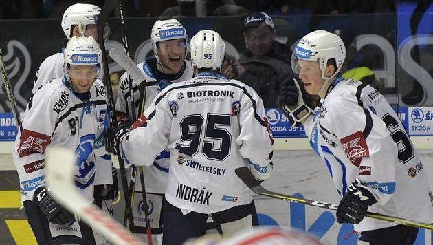 Z gólu se radují hráči Plzně (zleva) Jaroslav Kracík, Nick Jones (vzadu), Connor Allen, Miroslav Indrák a střelec branky Jakub Pour.
