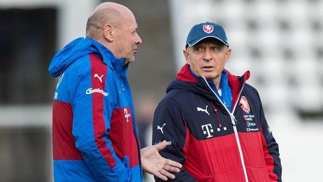 Trenéři Miroslav Koubek (vlevo) a Karel Jarolím čekají, jak na tom bude Patrik Schick.