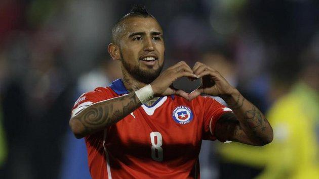 Záložník Chile Arturo Vidal slaví vstřelený gól v zahajovacím utkání Copa América proti Ekvádoru.