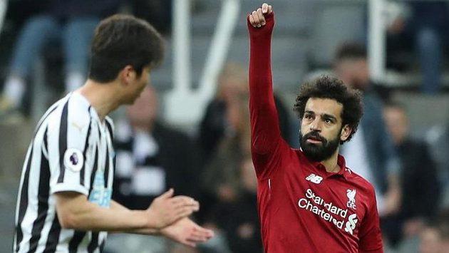 Liverpoolský Mohamed Salah slaví gól v Newcastlu.