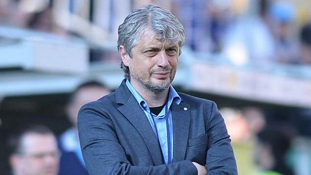 Trenér Boleslavi Jozef Weber během utkání se Spartou.