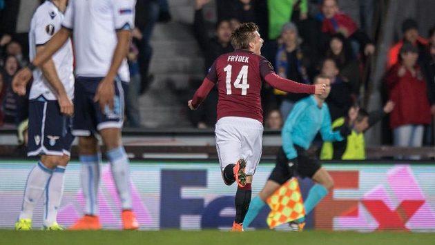 Martin Frýdek ze Sparty Praha oslavuje gól na 1:0 proti Laziu.