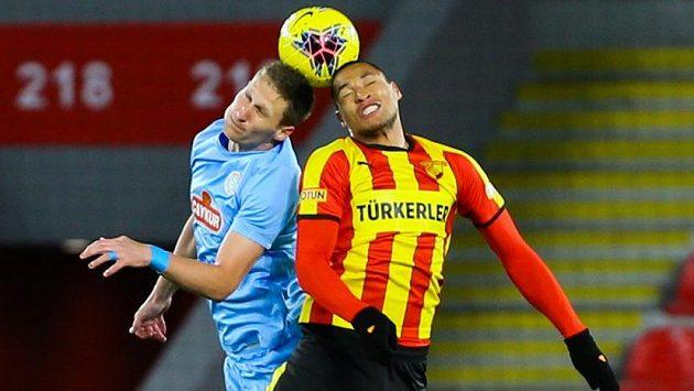 Milan Škoda v dresu Rizesporu v utkání turecké ligy.