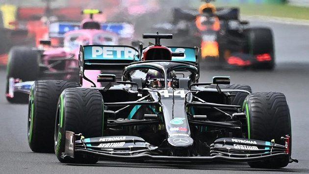 Lewis Hamilton při startu do Velké ceny Maďarska. Ilustrační foto.