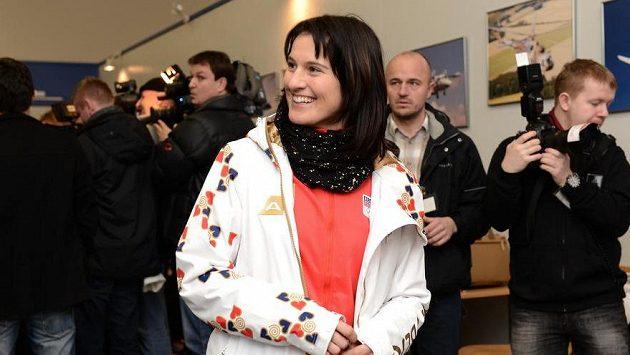 Akrobatická lyžařka Nikola Sudová před odletem do Soči.